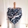 Grand foulard coton à fleurs et tissu doudou beige